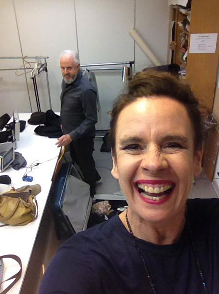 Nessi macht ein Selfie mit William