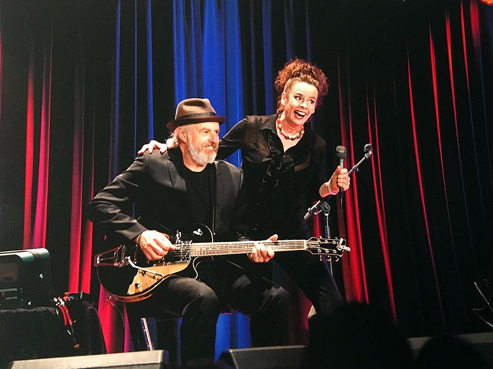 Nessi auf der Bühne mit William Mackenzie