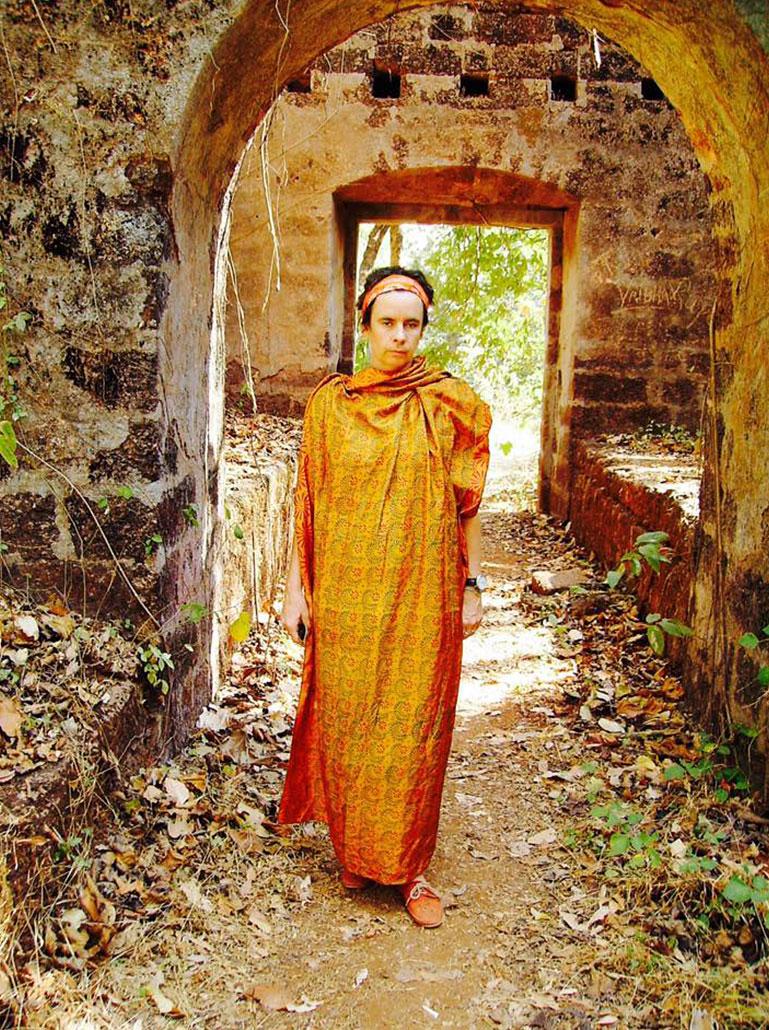 Nessi als indische Mönchin