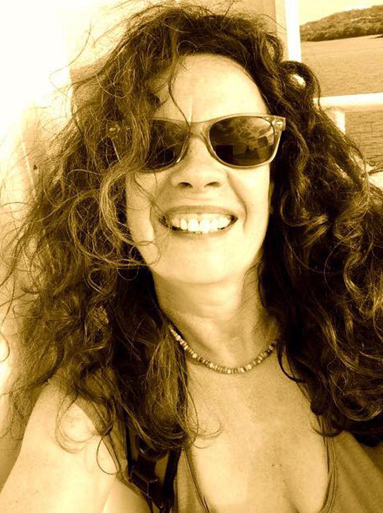 Nessi mit Sonnenbrille