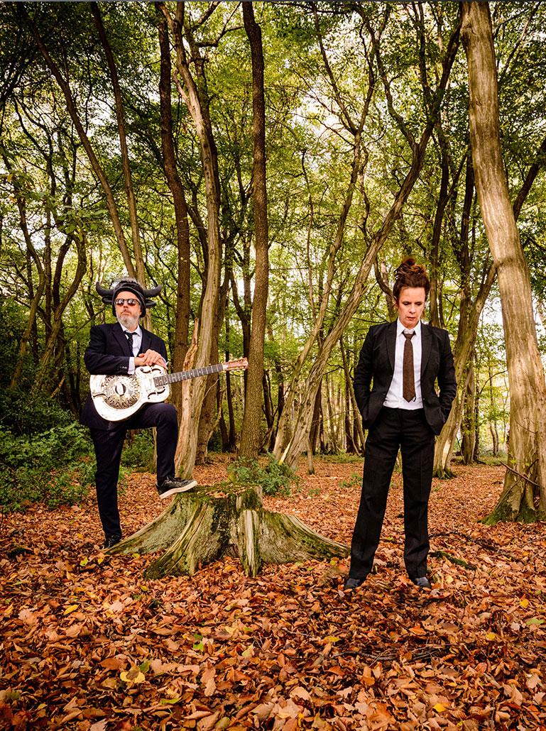 Nessi und William im Wald