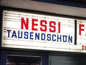 Kinoleuchtkasten mit Nessis Schriftzug