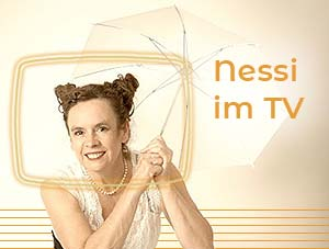 Nessi mit Schirm umrandet von einem TV-Bildschirm
